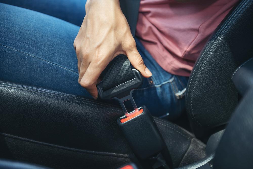 Používanie bezpečnostných pásov v aute.